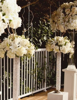 http://www.weddingflowersvancouver.com/apps/site/files/bling_pillars_pedestals.jpg