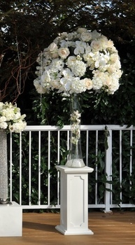 http://www.weddingflowersvancouver.com/apps/site/files/ceremony_silk_flowers_in_rental.jpg