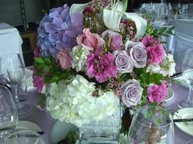 http://www.weddingflowersvancouver.com/apps/site/files/hydrangea_wax_rose_carnation_alstroemeria_v1.jpg