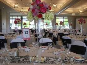 http://www.weddingflowersvancouver.com/apps/site/files/tall_glass_vase_with_1_ft_floral_piece.jpg